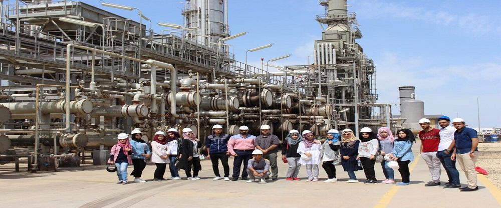 طلبة كلية هندسة النفط والغاز في زيارة علمية الى وحدة التكرير في مصفى البصرة