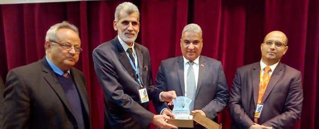 المعاون الإداري في كلية الإدارة الصناعية للنفط والغاز يشارك بمؤتمر دولي في مصر