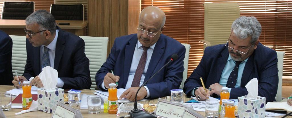 السيد رئيس جامعة البصرة للنفط والغاز يشارك باجتماع هيأة الرأي لبحث إمكانية استخدام التقنيات (الإلكترونية) للتواصل مع الطلبة