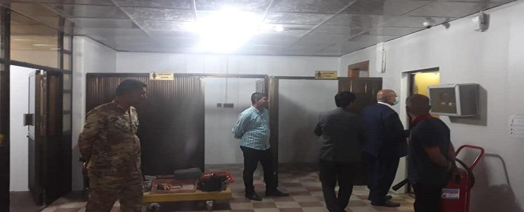السيد رئيس جامعة البصرة للنفط والغاز وفي ساعات متأخرة من الليل يستمر بمتابعة ترصين اجراءات السلامة في مباني الجامعة