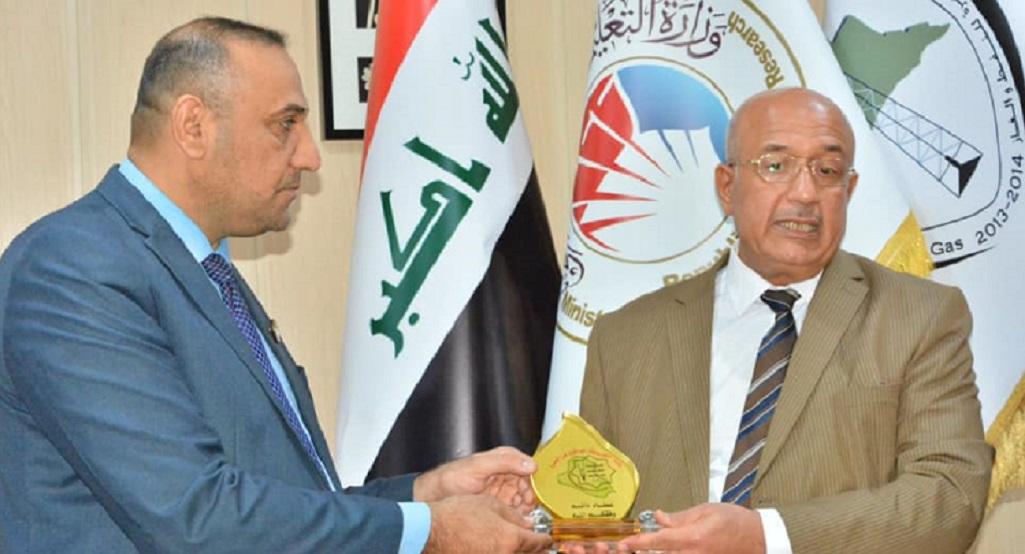 نقابة الاكاديميين تكرم رئيس جامعة البصرة للنفط والغاز
